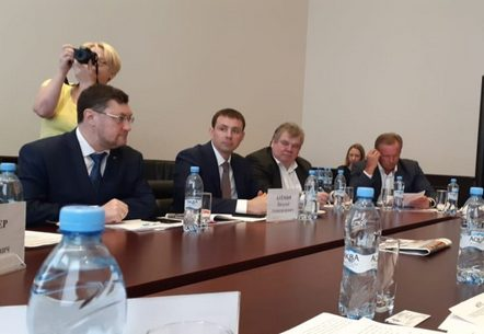 Представители Минстроя России, НОСТРОЙ, НОПРИЗ и Общественной палаты России обсудили проект изменений в 44-ФЗ