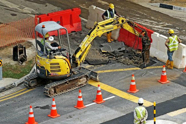 На строительство и ремонт дорог Югры направят 300 млн рублей